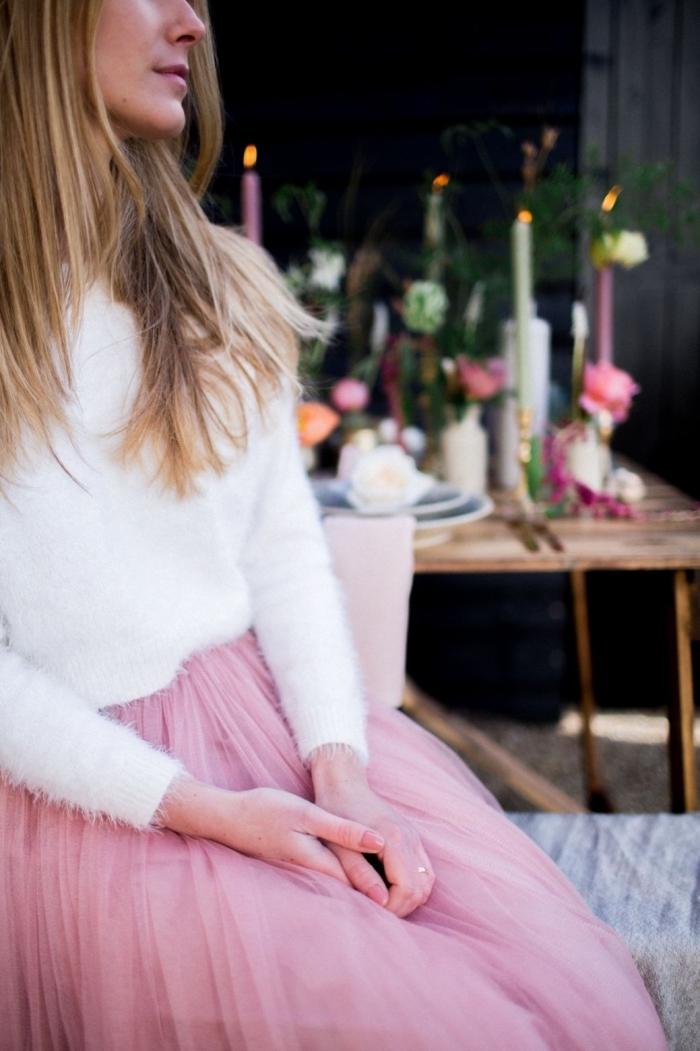idée tenue de soirée femme romantique, comment assortir les couleurs de ses vêtements, modèle jupe tutu rose pale