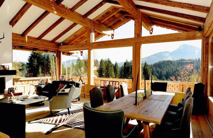Superbe vue de la montagne, chalet avec grandes fenetres, deco montagne chic, decoration bois chalet rustique