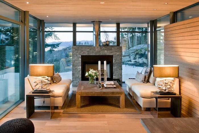 montagne enneigée, salon avec deux canapés blanches, petit chalet en bois, decoration bois maison rustique