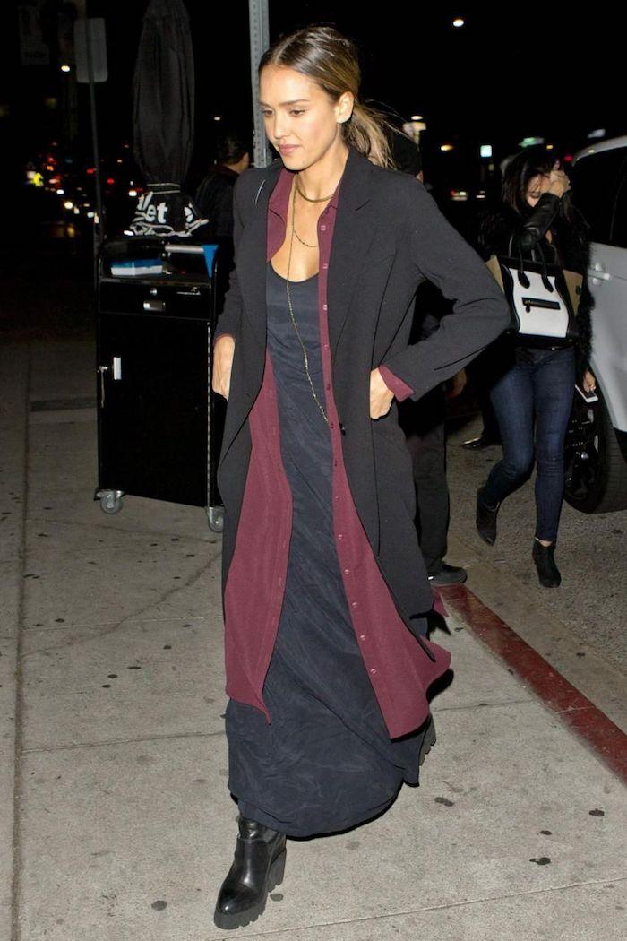 Robe déboutonnée sur robe longue d'hiver noire, tenue classe femme quand il fait froid, idée comment s'habiller