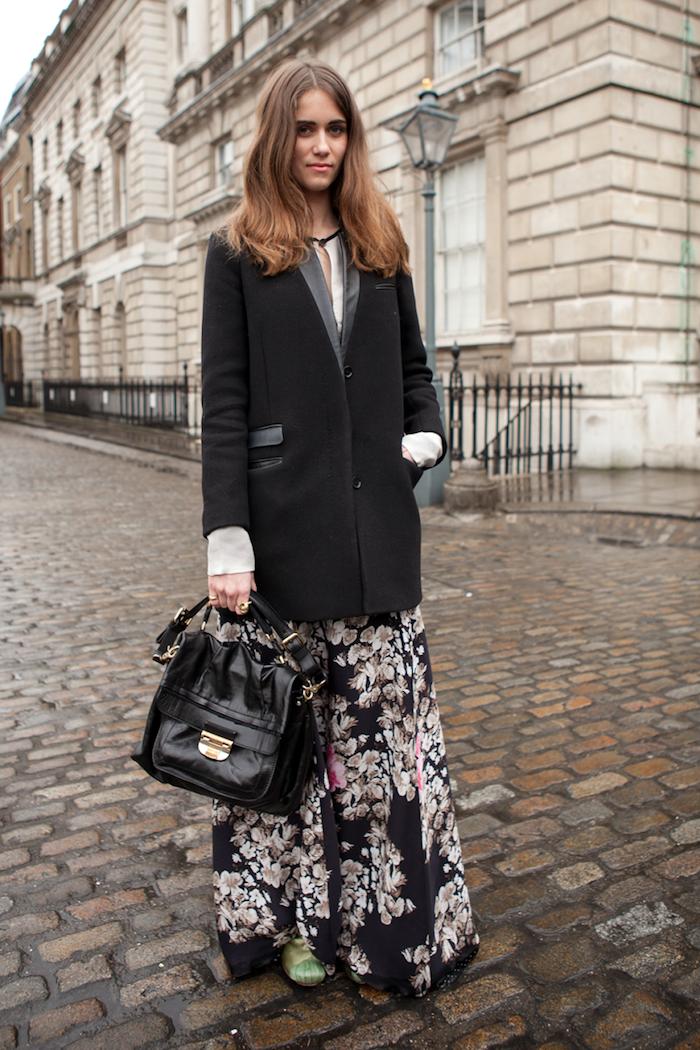 Veste se tailleur noir habillée, robe bohème chic fleurie, tumblr fille swag, mode hiver 2020 femme