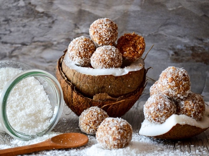 boules carottes et flacons de noix de coco, idee recette simple et rapide de dessert sans cuisson
