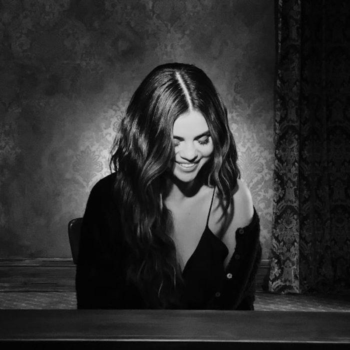 La vidéo sentimentale de Selena Gomez, look chic, vidéo noir et blanc chanson nouvelle