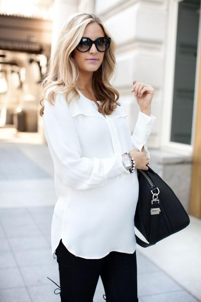 look femme stylé enceinte en blanc et noir, idée comment assortir les couleurs de ses vêtements grossesse