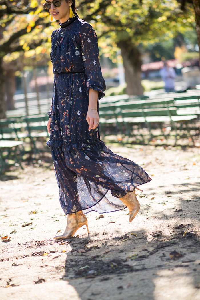 Bleu robe longue fluide à fleur, tenue automne-hiver 2019-2020 femme moderne