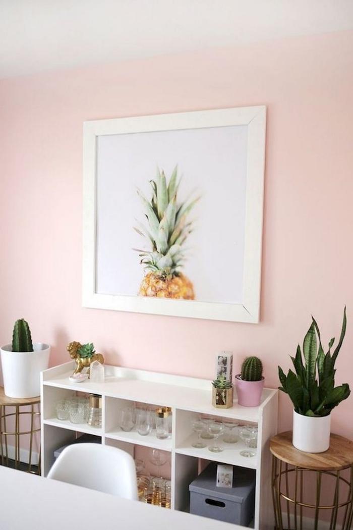 design intérieur moderne en blanc et rose, idée décoration pièce aux murs de couleur rose pale avec meubles blancs