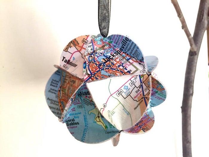 Décoration diy voyage avec cartes de differentes routes, cadeau pour voyageur, idée cadeau anniversaire ami voyage
