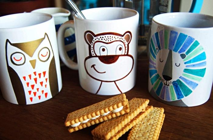 personnaliser ses mugs avec de la peinture céramique, mugs personnalisée à dessin animal