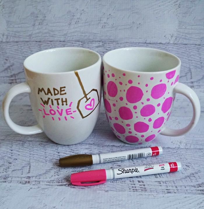 décorer des tasses à café porcelaine au feutre sharpie, travaux manuels adultes pour réaliser des cadeaux personnalisés