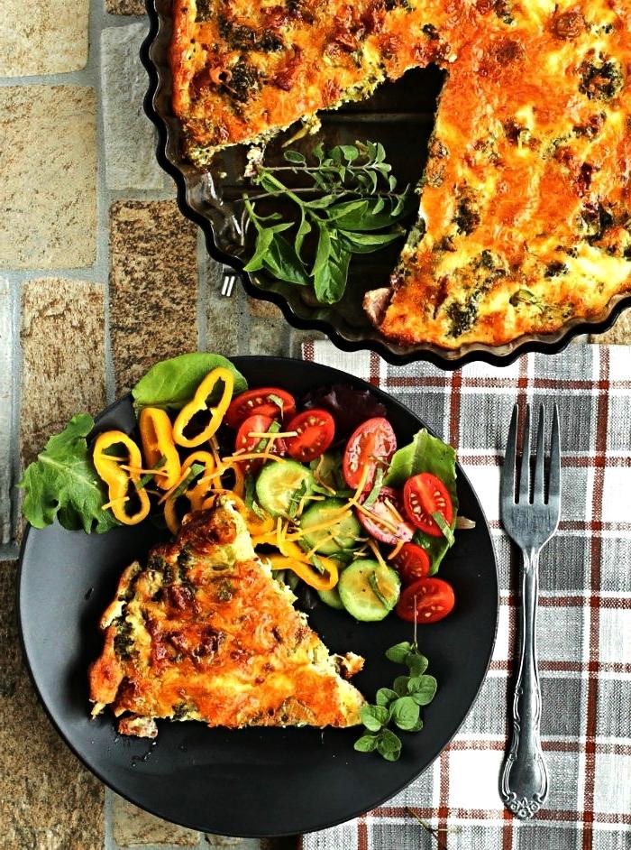 quiche aux légumes sans croûte pauvre en glucides, quiche de petit-déjeuner sans pâte et sans gluten