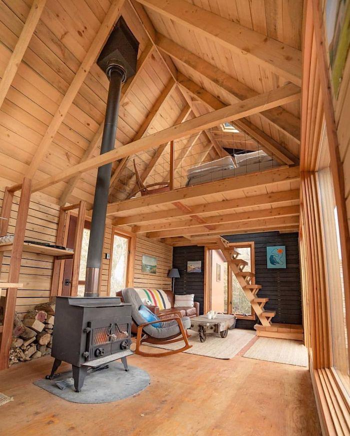 Intérieur entierement en bois, chaleureuse decoration bois, chambre chalet deco rustique