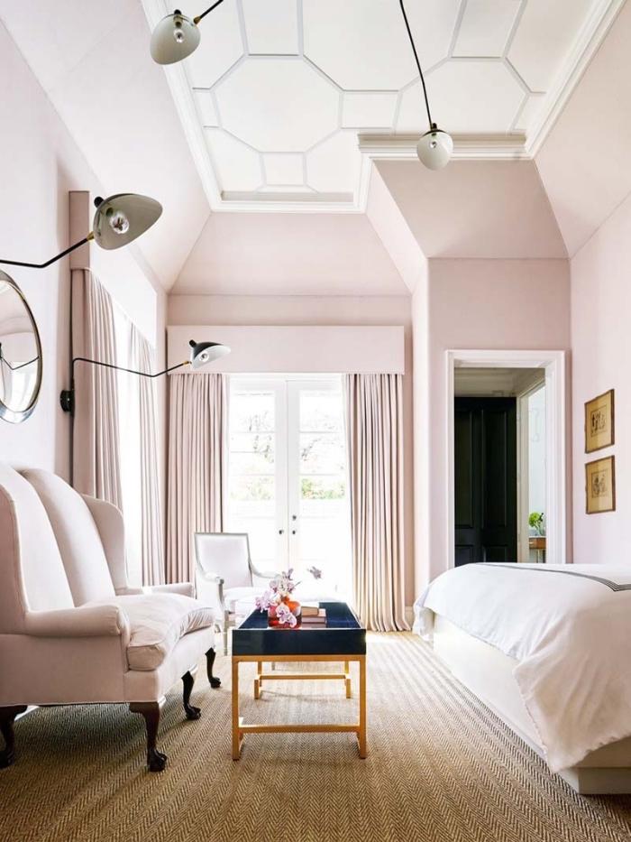 exemple comment décorer une chambre féminine, rose poudré peinture nuance pale, déco rose poudré dans une chambre femme