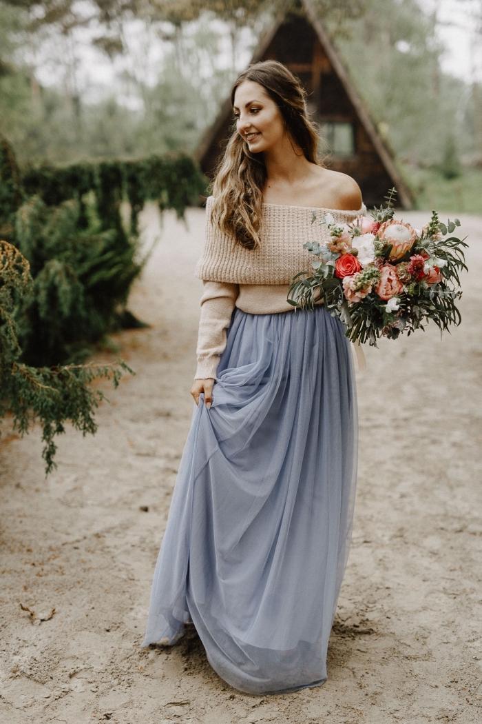 comment bien s'habiller pour une cérémonie en hiver, look femme romantique en jupe longue fluide tulle avec pull col bateau