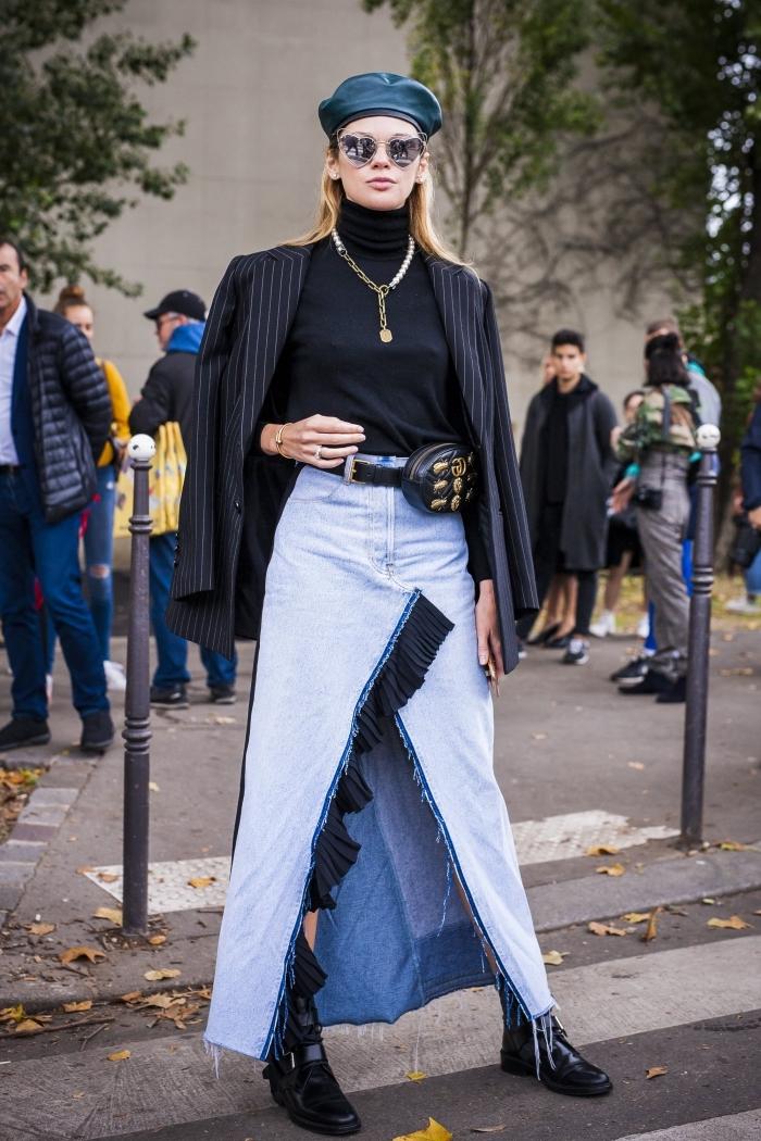 comment porter une jupe longue fendue en denim, look femme stylé en jupe longue jeans avec pull noir et blazer oversize