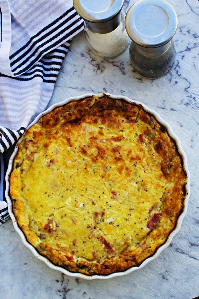 recette sans pâte de quiche au jambon, champignons et fromage, plat gratiné à base d'oeufs et de jambon