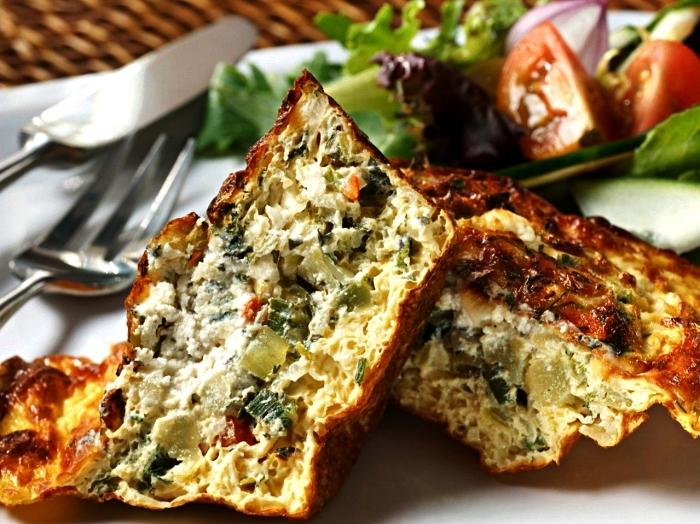 recette de quiche végétarienne sans pâte, tarte salée aux légumes sans pâte brisée
