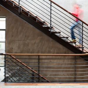 Main courante ou rambarde, le garde-corps de l'escalier