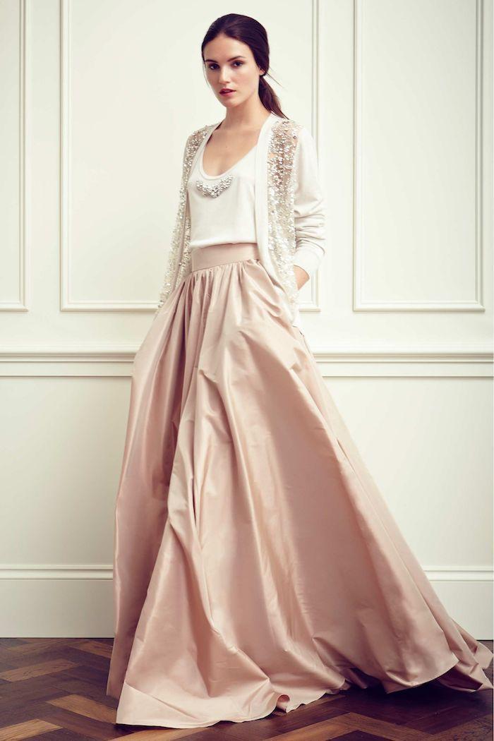 Idée originale robe rose et blanc longue en trois pièces, tenue stylée et très féminin en hiver, robe longue fendue