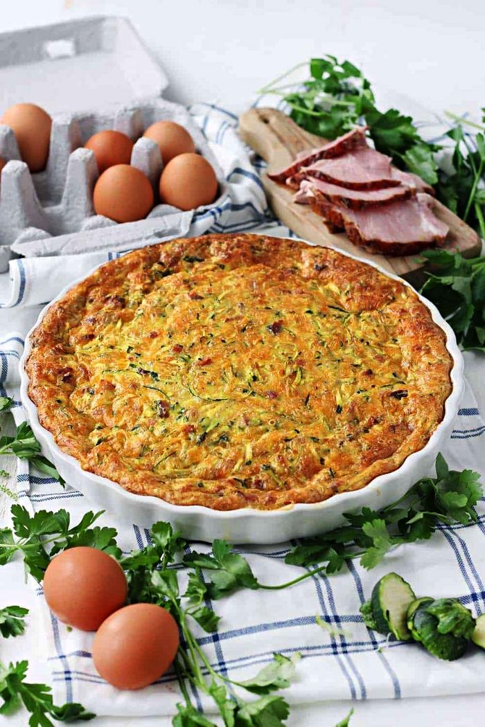 recette facile de quiche au jambon et aux courgettes sans pâte brisée, tarte salée jambon et courgettes sans pâte