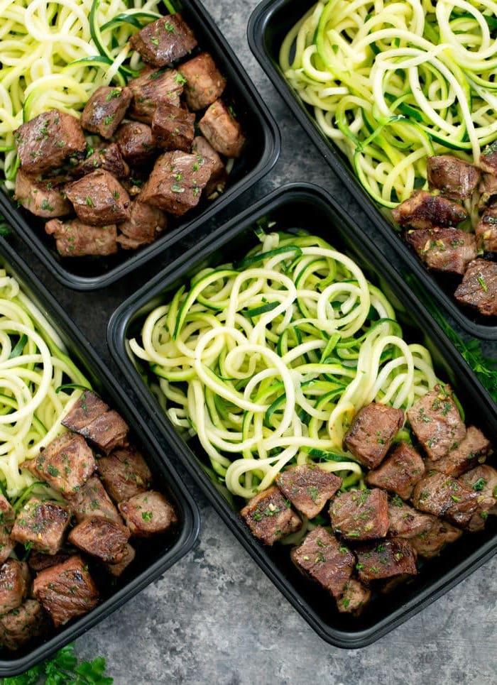 recette minceur facile pour une semaine, spaghetti aux courgettes avec des bouchées de boeuf, plat en équilibre