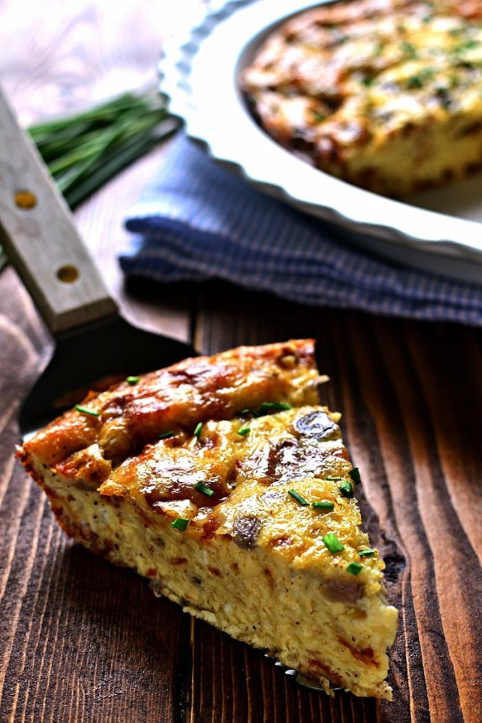 recette de quiche légère sans pâte brisée, aux oeufs et légumes, tarte salée à base d'oeufs préparée sans pâte
