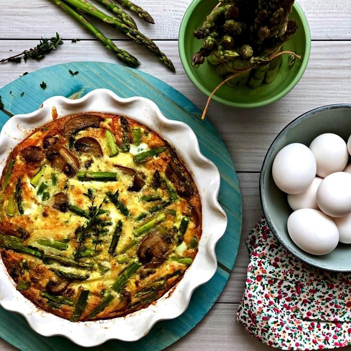 recette de quiche sans pâte aux champignons et aux asperges, recette repas facile et healthy à base d'oeufs