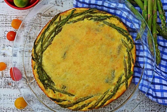 idée de repas du soir léger, recette de quiche allégée aux asperges et tomates sans pâte et sans gluten