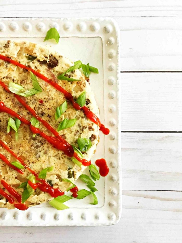 quiche à la saucisse et aux légumes cuite à l'instant pot, recette cétogène de quiche sans pâte