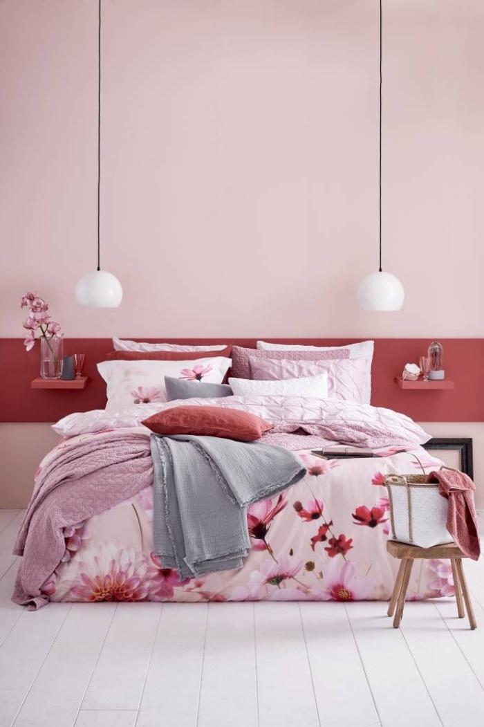 idée deco rose poudré dans une pièce rouge et rose avec accents blanc et gris, design chambre féminine en rose