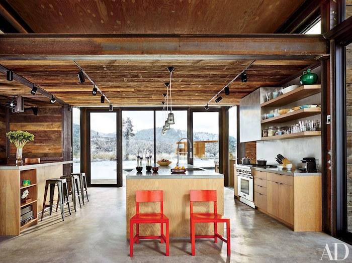 Cuisine ouverte avec fenêtres dès le sol, deco cocooning, chambre chalet, deco rustique dans la montagne