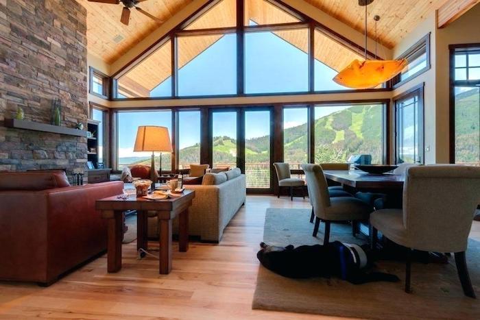 Fenêtre verre canapé longue, déco chambre cocooning, deco rustique dans un chalet chic