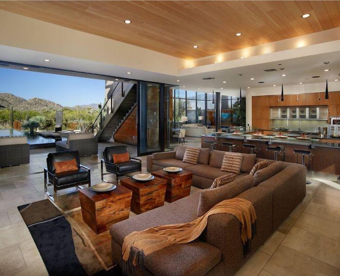 Large canapé en angle, déco salon cocooning, chambre chalet magnifique avec vue de la montagne