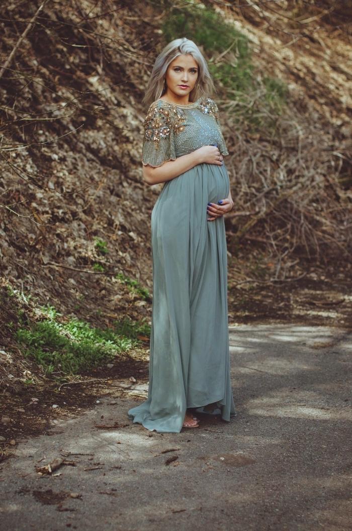 modèle de robe grossesse cérémonie, idée tenue femme invitée grossesse, exemple de robe longue fluide aux manches courtes