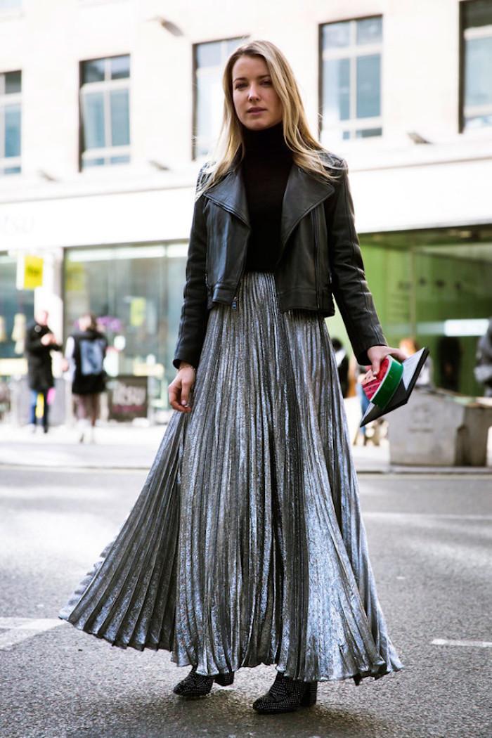 Jupe plissé argentée et veste cuir noir, robe longue d'hiver, comment s'habiller en hiver