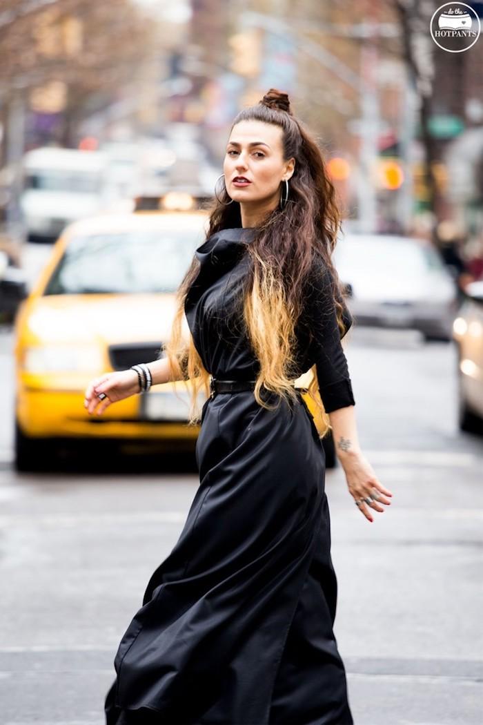 Noire robe longue hiver, tenue chic pour femme stylée, vetements street style newyorkais