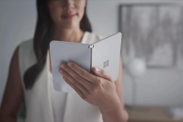 Le Surface Duo de Microsoft, une mini tablette pliable à deux écrans indépendants