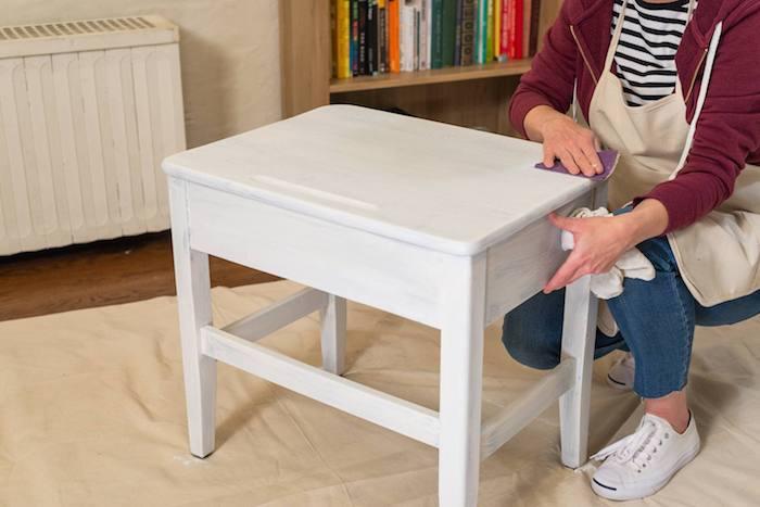 Table basse pour rangement, relooker un meuble en chene, comment repeindre un meuble sans le poncer