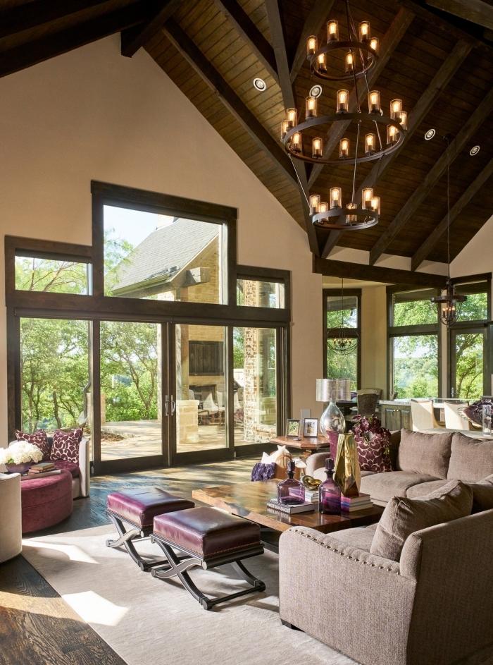 exemple d'amenagement salon à plafond couvert de planches bois avec spots led, design salon moderne avec meubles tissu et cuir