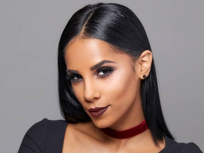 idée maquillage halloween facile pour femme, exemple comment se maquiller en vampire avec fards à paupières sombres et rouge à lèvre foncé