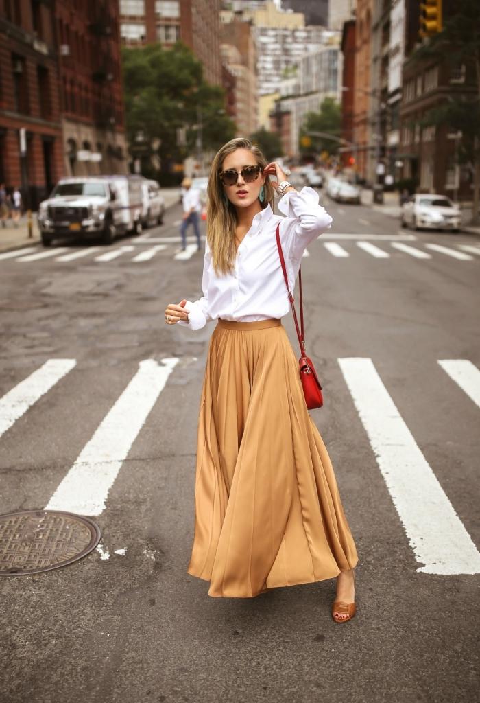 look femme stylé automne hiver 2019, style vestimentaire femme au bureau, modèle de jupe taille haute en camel
