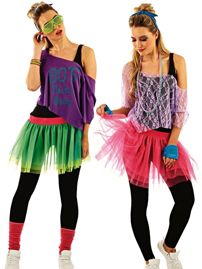 tenue disco et punk rock des années 80 avec une superposition de vêtements colorés