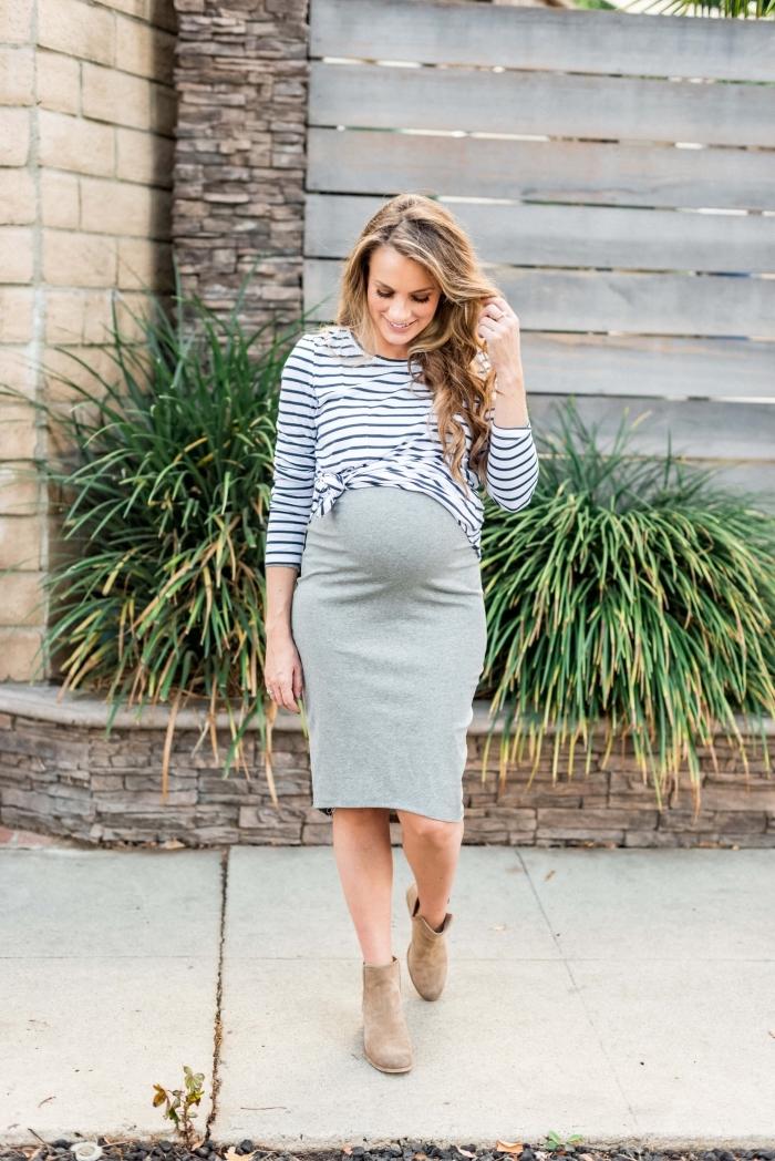 comment porter une jupe grossesse avec blouse, idée tenue femme grossesse en jupe et bottine, tendance chaussures automne femme 2019
