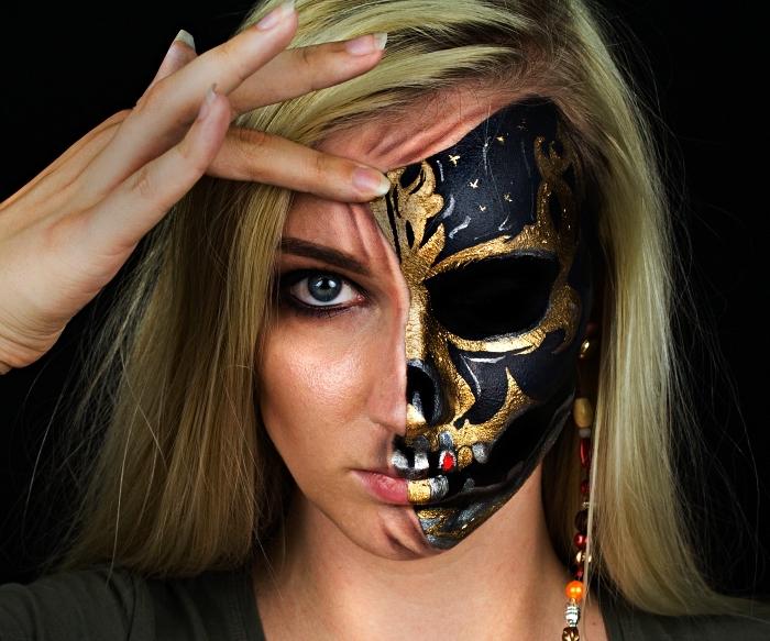 maquillage halloween facile et original, maquillage de squelette en noir et or sur la moitié du visage, inspiré du film pirates des caraïbes