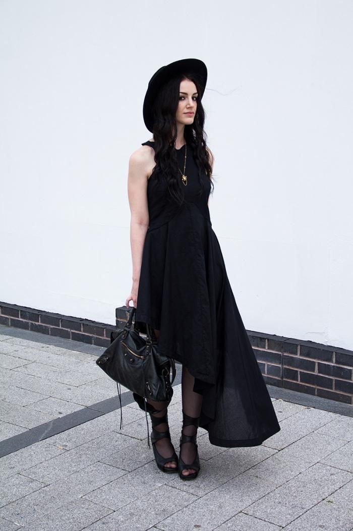 exemple comment s'habiller comme femme vampire pour Halloween, tenue vampire pour femme, idée deguisement halloween adulte