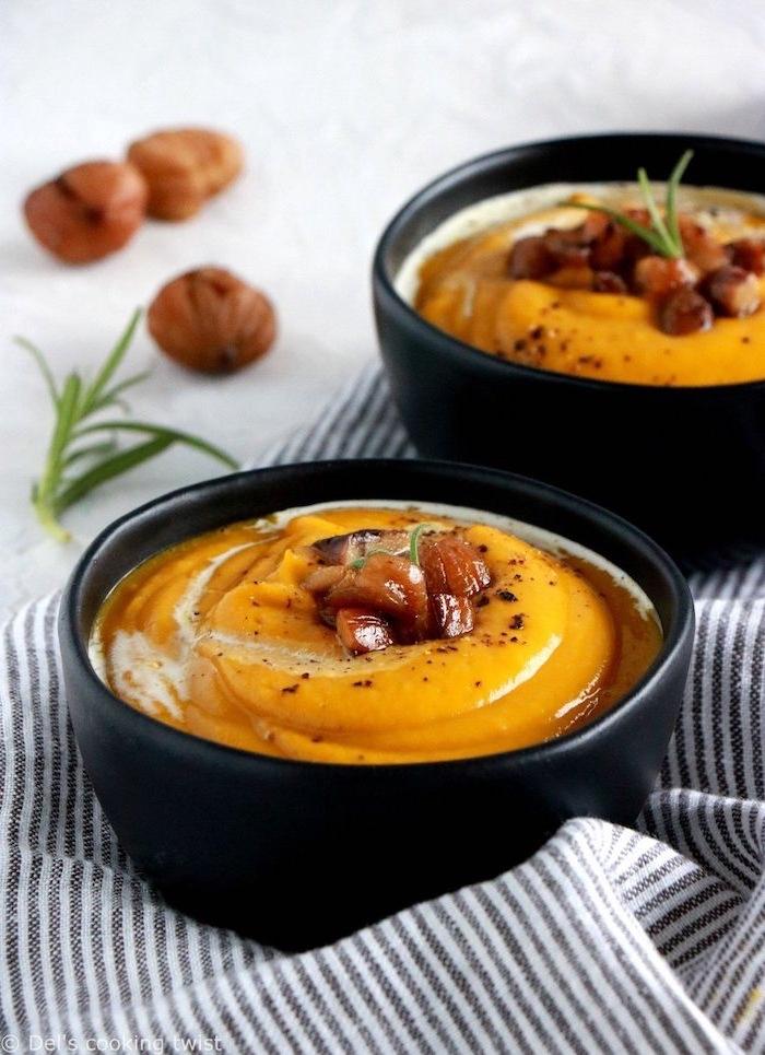 velouté de potiron aux chataignes et lentilles rouges, recette d automne hiver reconfrotante, coupelle de soupe