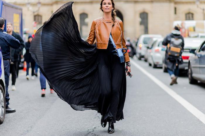 Longue noire robe manche longue, tenue originale décontractée chic, idée femme automne-hiver tenue