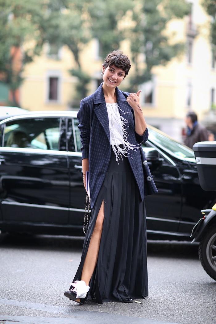 Jupe noire fendue, veste oversize de tailleur d'homme, idée robe longue manche longue, mode automne hiver 2020