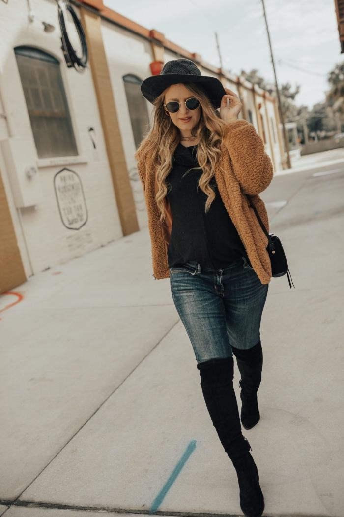 modèle de manteau en laine chaud de couleur camel, idée manteau femme enceinte combiné avec jeans et bottines genoux