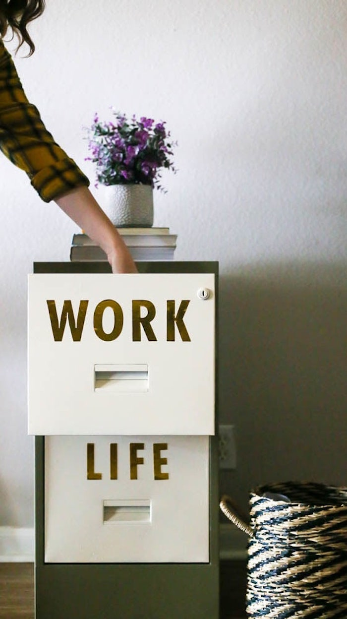 Travaille et vie personnelle placards décorés joliment, idée relooking de meubles, donner une nouvelle vie aux meubles usagés