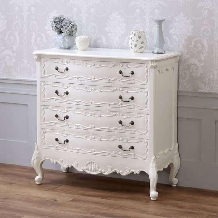 Baroque relooking meuble avant après, peindre un meuble en bois, placard style baroque, papier peinte couleur lavande avec décorations motif géométrique